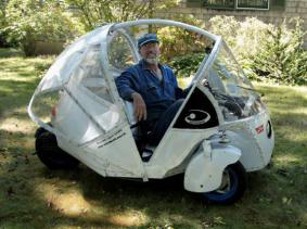 Building%20%27Moonbeam%2C%27%20a%20100%20MPG%20cycle-car%2C%20pic%20via%20Corner%20Reef.jpg