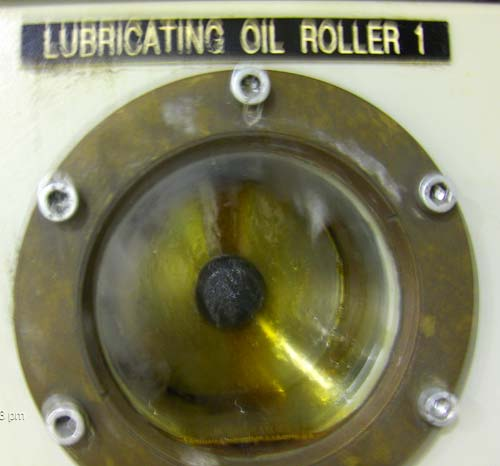 Wear Debris on Magnet in Lubricating Oil Roller