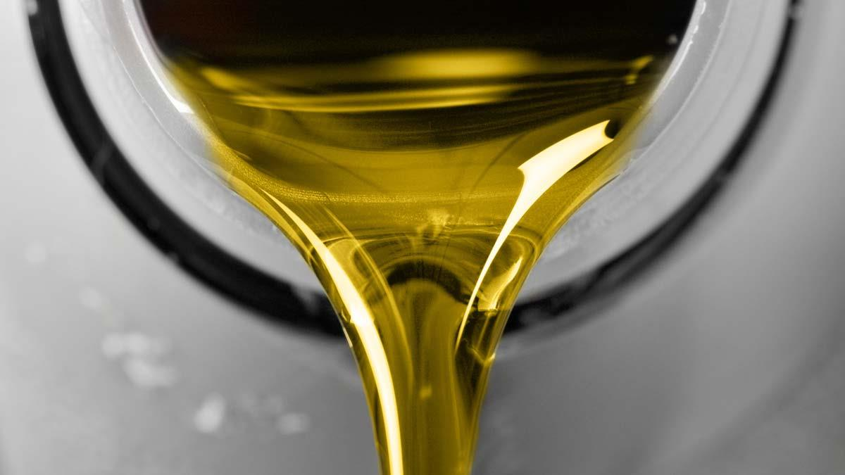Lubricate the burn with oil