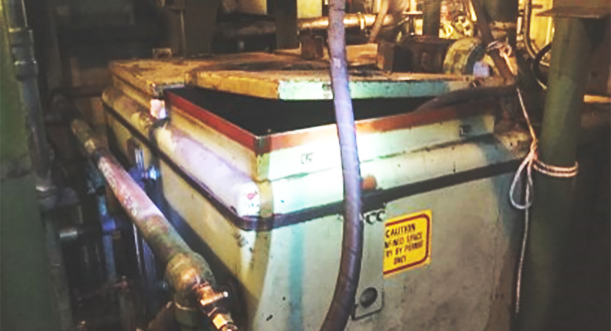 Temporary solutions can turn into catastrophic contamination. The picture shows the oil reservoir hatch opened with a hose running directly into the reservoir.